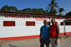 Zé Martins ao lado de morador do Quindíua