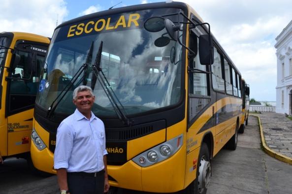 Zé Martins recebe ônibus escolares
