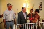 Prefeito Zé Martins e secretário José Márcio Leite visitam pediatria
