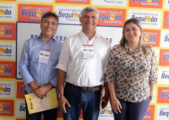 Zé Martins ao lado do Secretário Bastco e da Adjunta Ramone Araújo