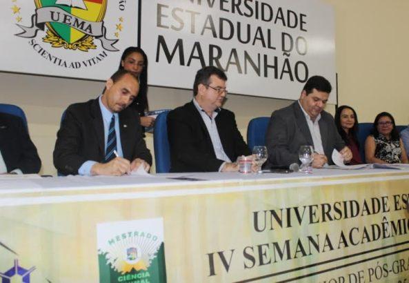 O diretor superintendente do Sebrae no Maranhão, João Martins e o Reitor da Uema, Gustavo Costa, oficializam a parceria