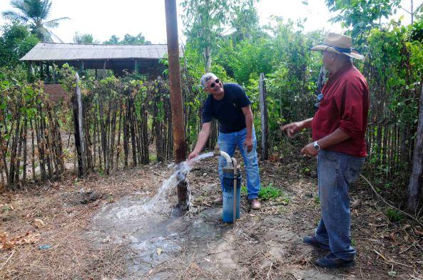 Prefeito Zé Martins inaugura abastecimento de água encanada no bairro Estiva