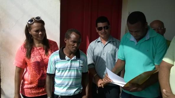 Secretária Dinha Pinheiro ao lado de Kell no momento da entrega do Certificado de Árbitro Quilombola