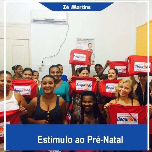 As futuras mamães com os kits doados pela prefeitura de Bequimão