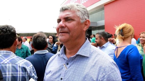 Prefeito Zé Martins após a cerimônia de inauguração do hospital Macrorregional