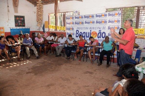 Prefeito Zé Martins explanando seus projetos visando os trabalhadores do município