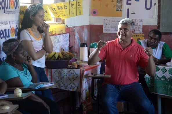 Prefeito Zé Martins (PMDB), visita moradoras quebradeiras de coco das comunidades quilombolas.