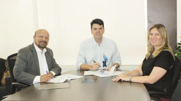 O presidente da Emap, Ted Lago, e os diretores do Sebrae, José Morais e Rachel Jordão,
