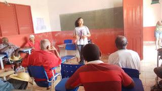 Secretária Keila Soares explicando a situação da caça ilegal
