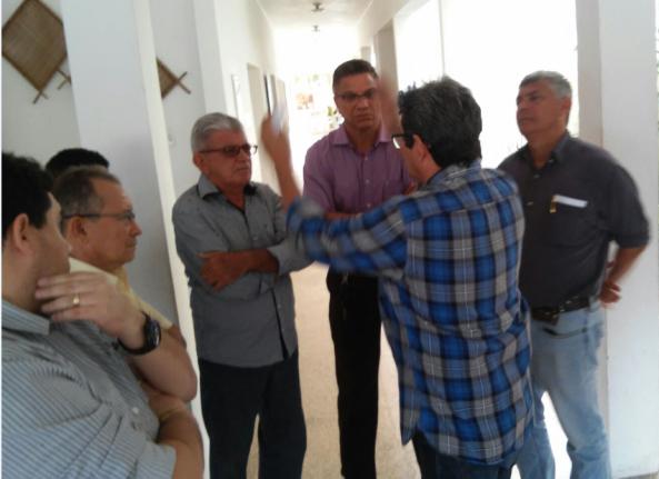 Zé Martins em roda de diálogo com prefeitos, entre eles Filuca Mendes