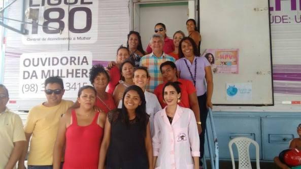 Prefeito Zé Martins junto com a servidoras do Estado e município