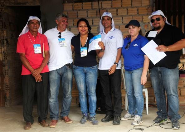 Tonho Martins (Pres. da Asssociação) ao lado de Zé Martins, dos gestores do Sebrae e da piscicultora Wanda Pereira