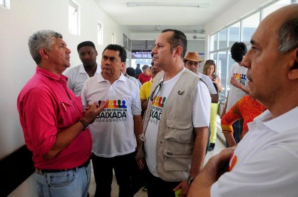 Prefeito Zé Martins explicando ao Jornalista Robert Lobato como administra Bequimão