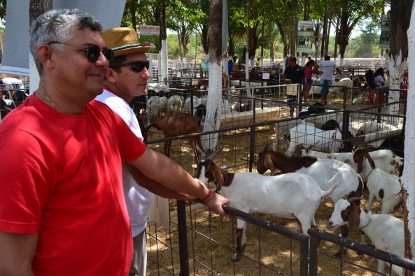 Expocapril 2014: momento em que o prefeito Zé Martins visitava o Parque de Exposição