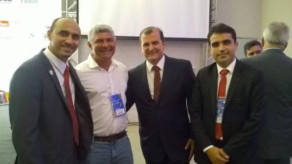 Prefeito Zé Martins ao lado do Secretário de Estado Simplício Araújo e do Superintendente do Sebrae, João Martins