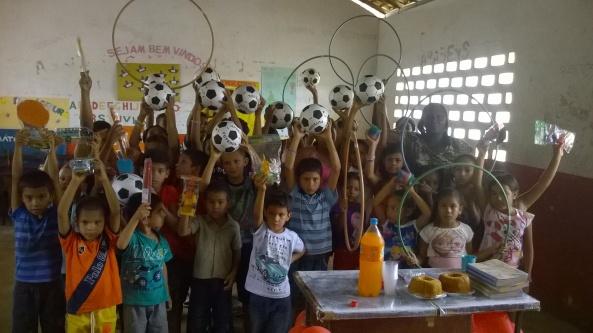 Alunos das escolas municipais da zona rural recebem brinquedos