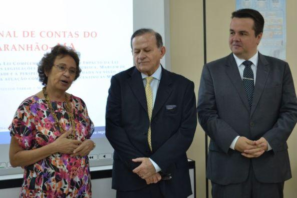 O presidente do TCE-MA, João Jorge Jinkings Pavão (centro), com a representante do Sebrae, Graça Baldez, e o consultor Maurício Zanin
