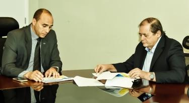Presidente da Assembleia Legislativa, deputado Humberto Coutinho, recebeu diretor superintendente do Sebrae, João Martins, para tratar de desenvolvimento dos pequenos negócios no Maranhão.