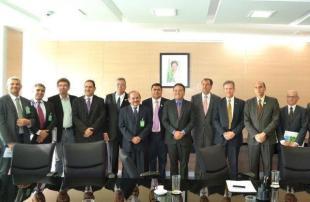 Ministro Gilberto Occhi recebeu comitiva formada por parlamentares e gestores estaduais