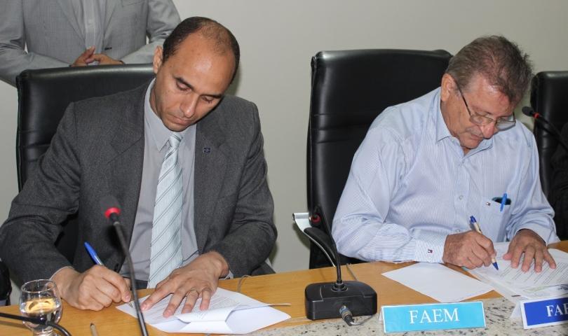 Superintendente do Sebrae, João Martins, e presidente da FAEMA/SENAR, Raimundo Coelho celebram parceria para 2016, com objetivo de tornar o homem do campo em empreendedor rural.