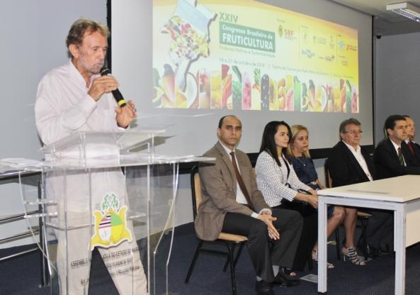 O professor Hamilton Almeida, presidente desta 24ª edição do Congresso Brasileiro de Fruticultura, ressaltou que o Maranhão tem clima, solo e uma bacia hidrográfica sem igual para tornar-se um grande produtor e exportador de frutas nativas.