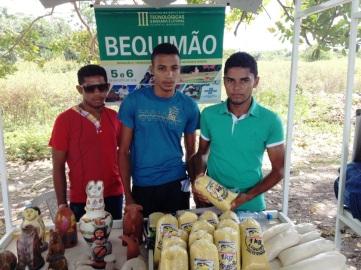 Produtores da região também tiveram a oportunidade de comercializar seus produtos.