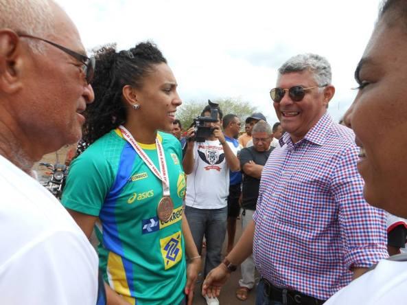 Ana Paula esteve em Bequimão, em 2013, para homenagem prestada pelo prefeito Zé Martins