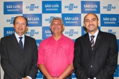 O prefeito de Bequimão, Zé Martins – que já está em processo de implementação da Lei Geral em seus municípios, com o presidente do TCE-MA, José de Ribamar Caldas Furtado e o diretor superintendente do Sebrae no Maranhão, João Martins.